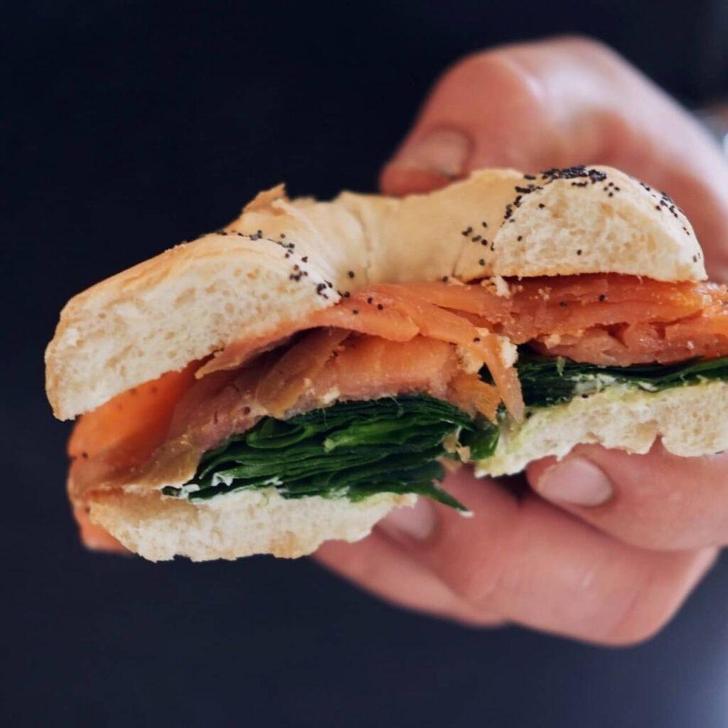 kanapka z łososiem
